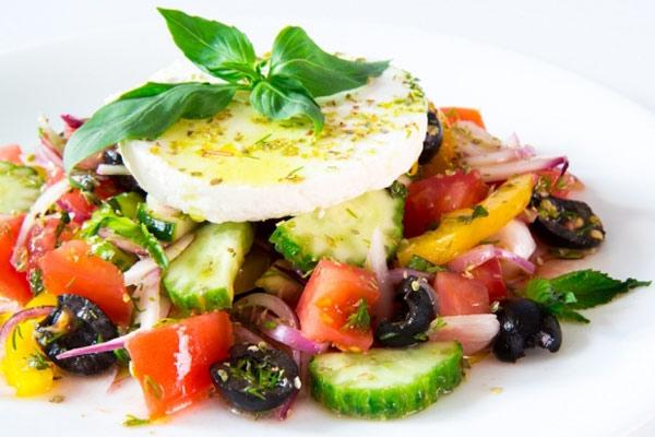 grecheskij-salat-klassicheskij-recept-s-syrom-feta-1