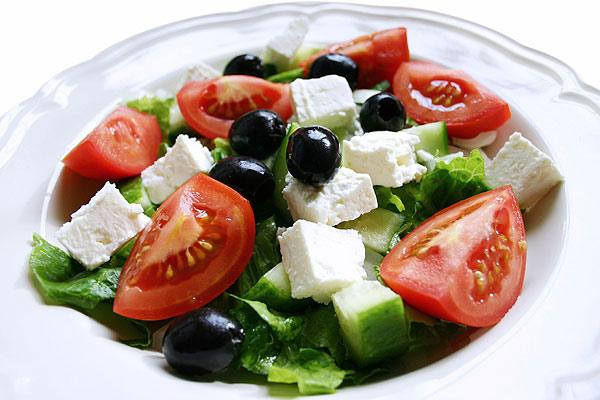 grecheskij-salat-klassicheskij-recept-s-syrom-feta-2