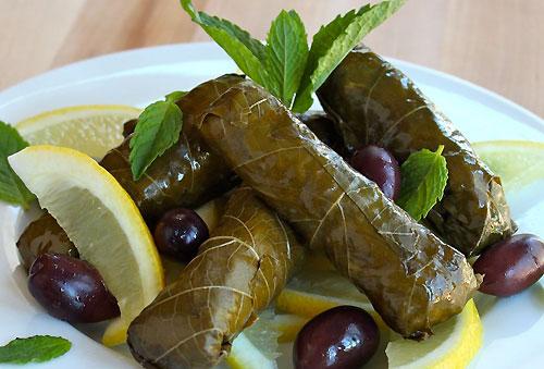 Сыр в виноградных листьях