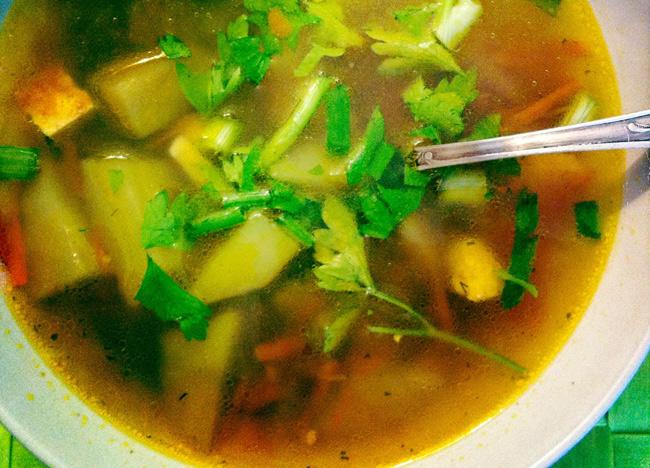vegetarianskij-sup-s-adygejskim-syrom-i-ovoshhami