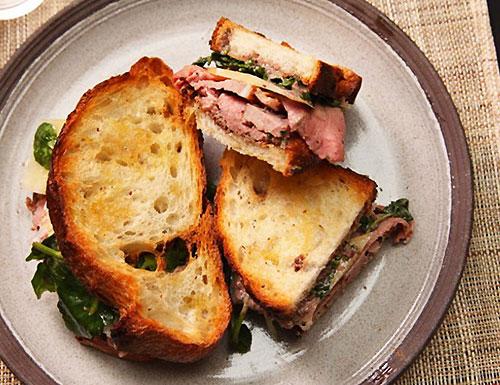 Бутерброды с сыром качокавалло