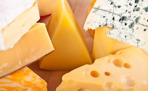 Как отличить сыр и сырный продукт