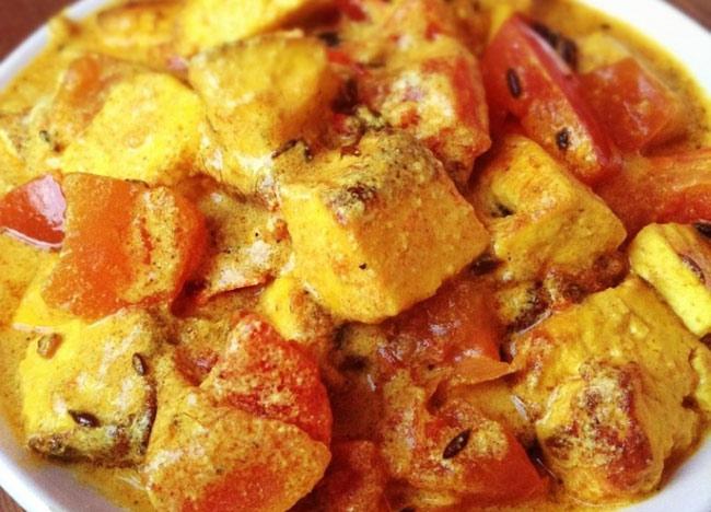 zharenyj-adygejskij-syr-s-pomidorami