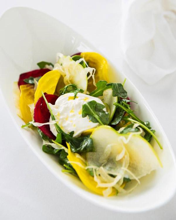 салат со свеклой и сыром буррата