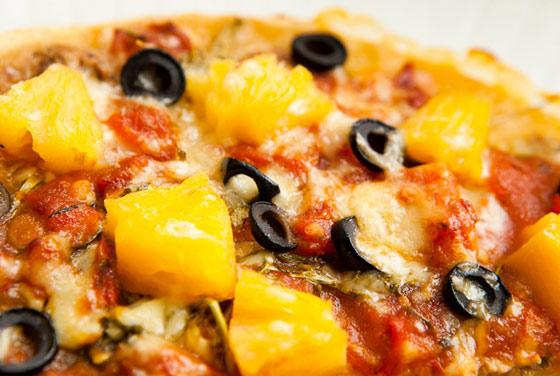 picca-na-skovorode-s-ananasami