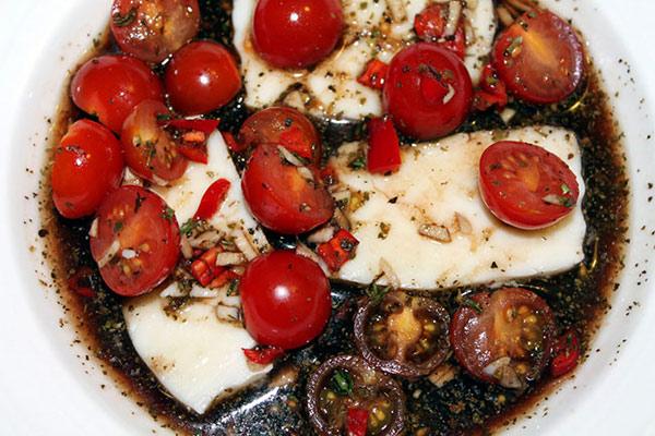 salat-s-zharenym-syrom-xallumi-ogurcami-i-pomidorami-2