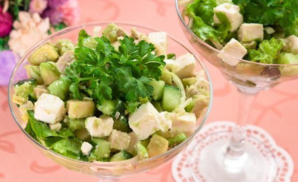 calat-s-avokado-i-fetoj-2-recepta-2