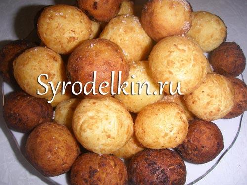 Сырные пончики из заварного теста
