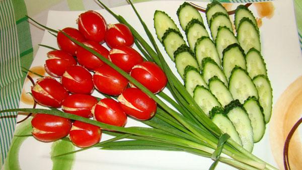 salaty-na-8-marta-s-syrom-recepty-s-foto-2