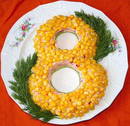 salaty-na-8-marta-s-syrom-recepty-s-foto-5
