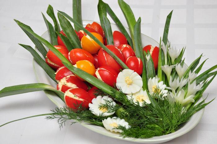 salaty-na-8-marta-s-syrom-recepty-s-foto-7