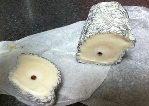 Сыр Сент-Мор-де-Турен.